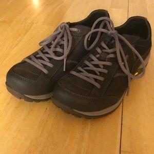 Dansko Paisley Vibram Gore-Tex Hiking Shoe Women 9